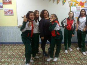 Alumnas de la Academia de Teatro reciben visita