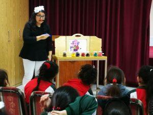 Visita de cuentacuentos a alumnas de básica